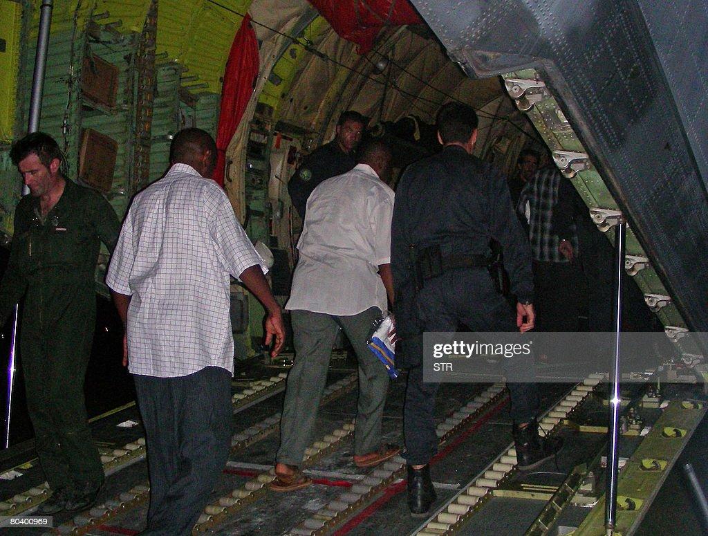 Renegade Comoran leader Mohamed Bacar (C : News Photo