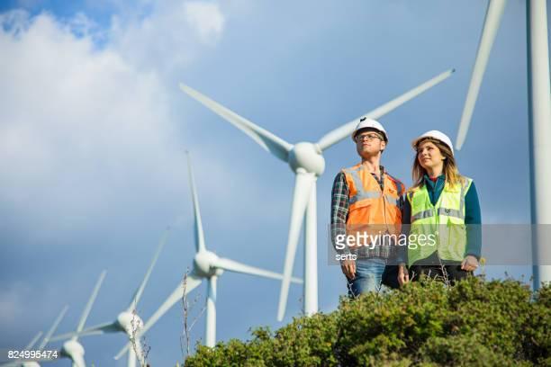 la energía renovable es el futuro - inspector fotografías e imágenes de stock