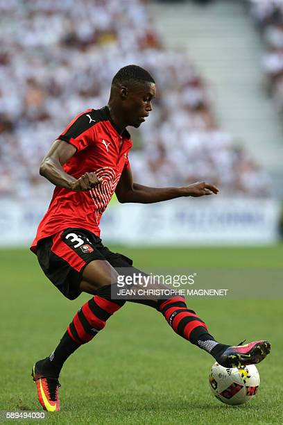Rennes' forward Adama Diakhaby controls the ball during the French L1 football match Nice versus Rennes on August 14 at the Allianz Riviera stadium...