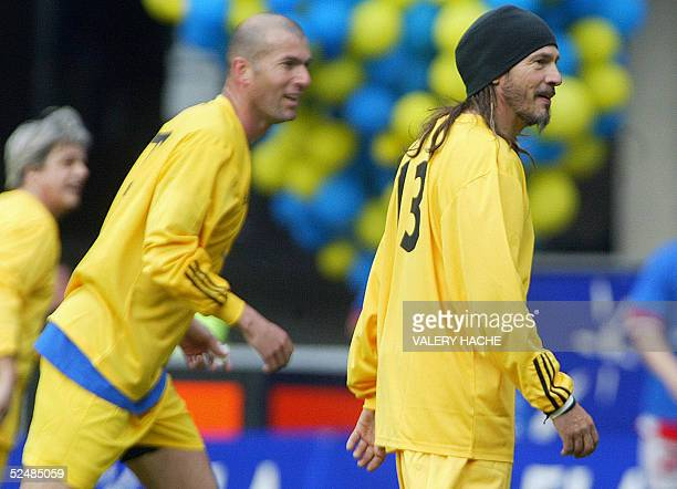 Real Madrid's French midfielder Zinedine Zidane and French singer Florent Pagny participate in a gala football match in favor of an association...