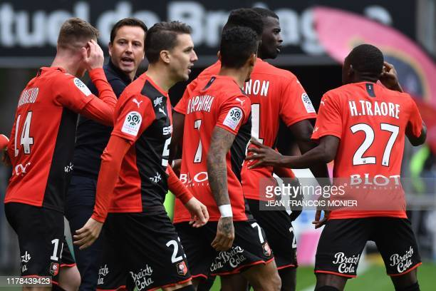 Rennes' French coach Julien Stephan reacts with his players after they scored during the French L1 football match between Stade Rennais Football Club...