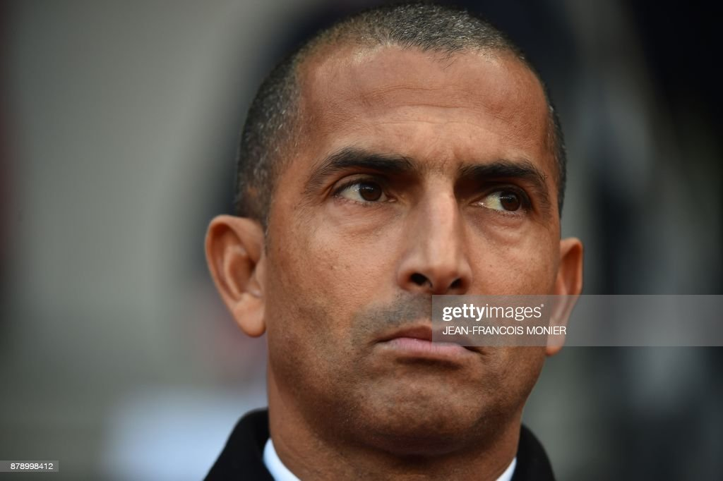 Rennes' French coach Sabri Lamouchi looks on during the French L1 football match between Stade Rennais (Stade Resnais FC) and Nantes (FC Nantes) at The Roazhon Park, in Rennes, northwestern France on November 25, 2017. /