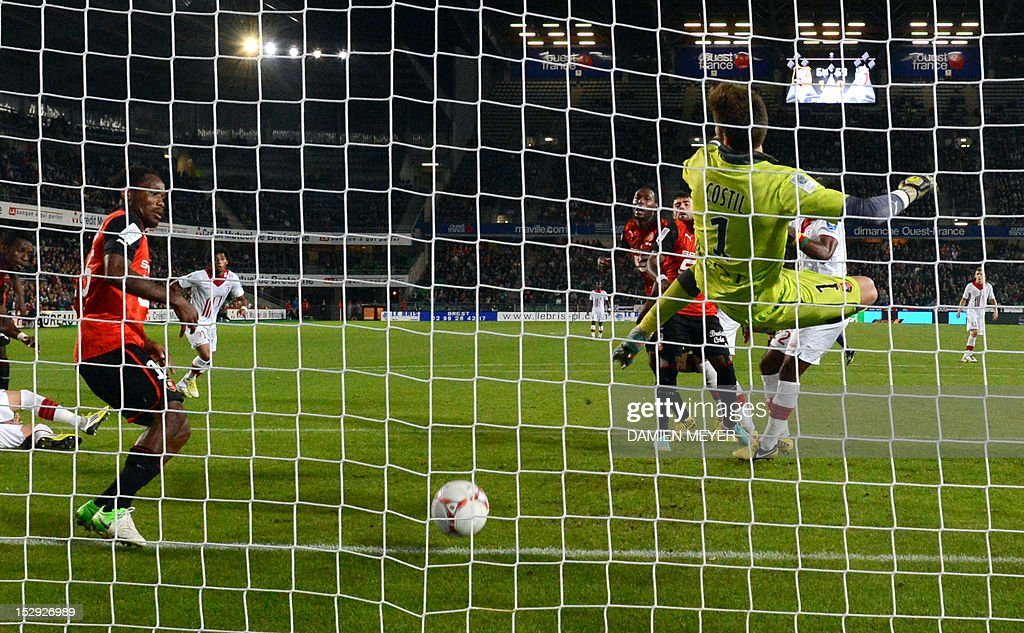 Rennes' French defender Jean Makoun (L) saves a goal beside Rennes' French goalkeeper Benoit Costil during the French L1 football match Stade Rennais FC vs Lille LOSC, on September 28, 2012, at the route de Lorient stadium in Rennes, western France.