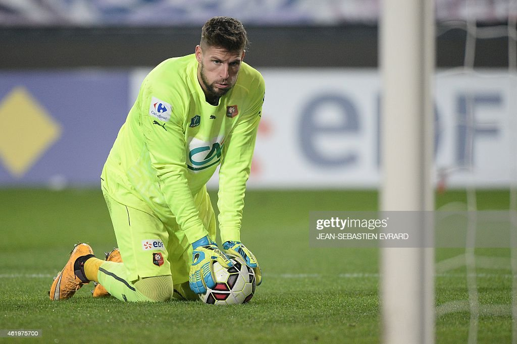 Rennes' French goalkeeper Benoit Costil reacts during the French Cup football match Rennes vs Reims on January 22, 2015 at the Route de Lorient stadium in Rennes, western France.