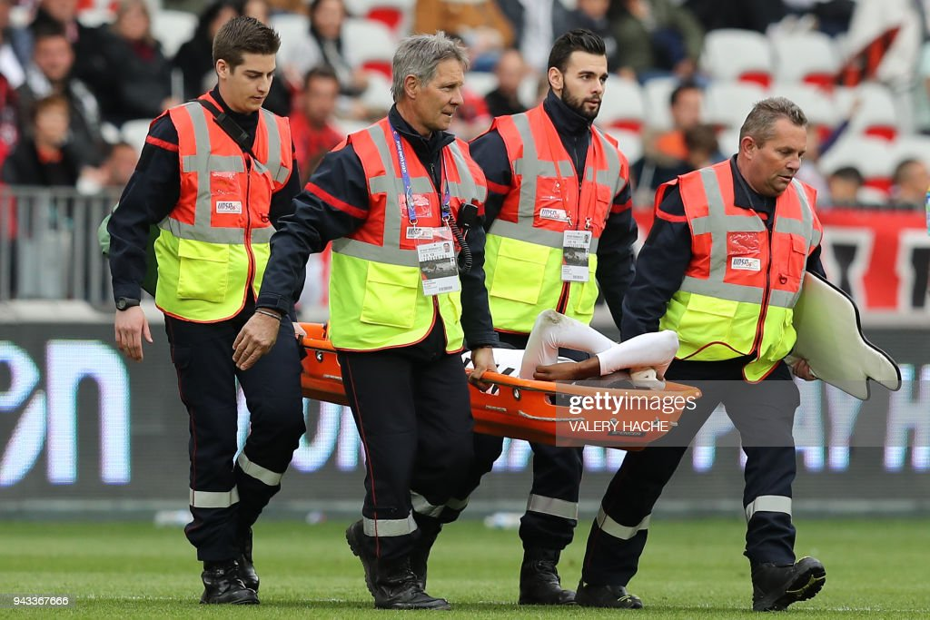Rennes' French midfielder James Lea Siliki leaves the pitch after being injured during the French L1 football match Nice vs Rennes on april 8, 2018 at the 'Allianz Riviera' stadium in Nice, southeastern France. /