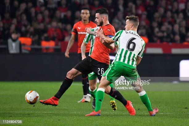 Rennes' French midfielder Jeremy Gelin vies with Real Betis' Spanish defender Sergio Canales during the UEFA Europa League round of 32 firstleg...