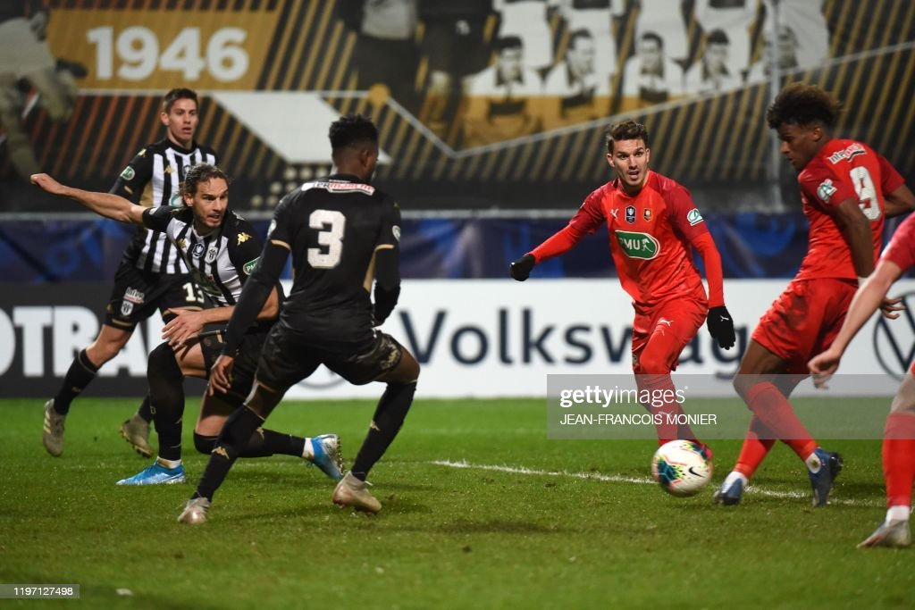 fbl-FRA-CUP-ANGERS-RENNES : News Photo