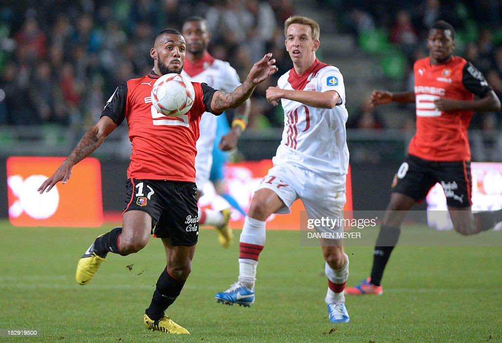 Rennes' French midfielder Yann M'vila (L) controls the ball next to Lille's French midfielder Benoit Pedretti during the French L1 football match Stade Rennais FC vs Lille LOSC, on September 28, 2012, at the route de Lorient stadium in Rennes, western France.