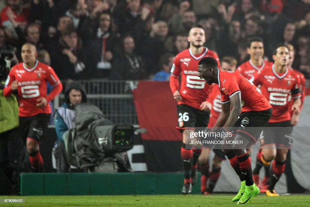 Rennes' Malian defender Hamari Traore (C) shouts to supporters during the French L1 football match between Stade Rennais (Stade Resnais FC) and Nantes (FC Nantes)at The Roazhon Park, in Rennes, northwestern France on November 25, 2017. /