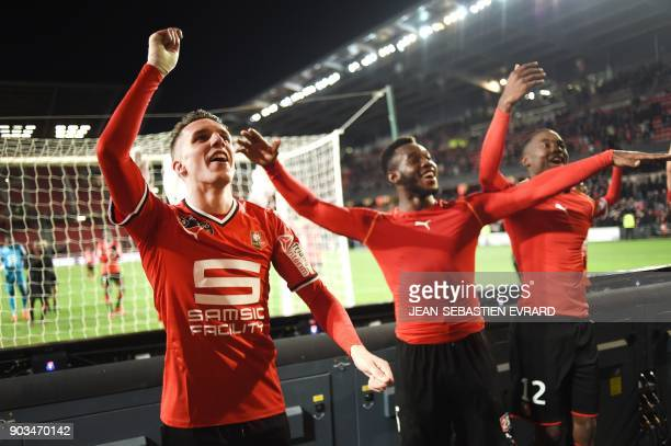 Rennes' players celebrate after winning the French League Cup football match between Rennes and Toulouse on January 10 2018 at the Roazhon Park of...