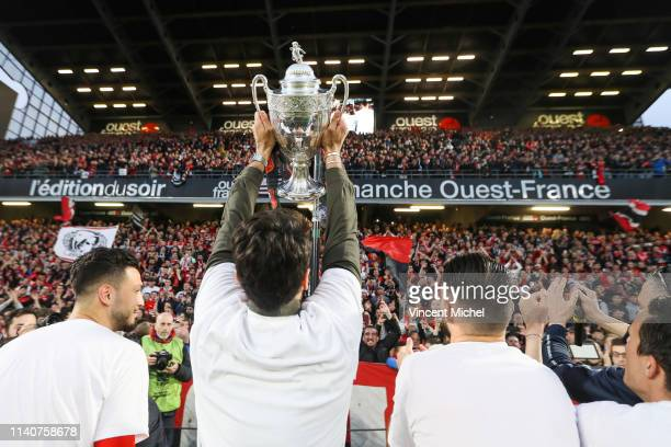 Rennes players celebrate with the French Cup trophy during the Ligue 1 match between Rennes and Monaco on May 1, 2019 in Rennes, France.