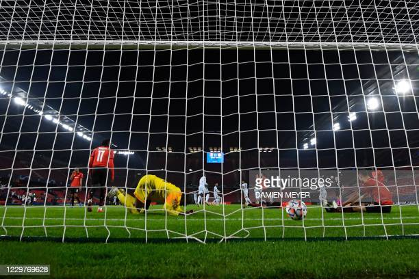 Rennes' Senegalese goalkeeper Alfred Gomis fails to stop a goal by Chelsea's French forward Olivier Giroud during the UEFA Champions League Group E...