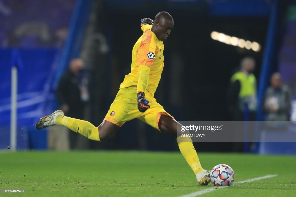 Rennes' Senegalese goalkeeper Alfred Gomis takes a goal kick during... News  Photo - Getty Images