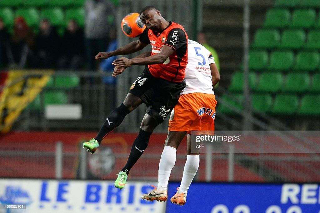 Rennes's forward Paul-Georges NTep (L) vies with Montpellier's defender Siaka Tiene during the French L1 football match between Rennes and Montpellier on February 15, 2014 at the Route de Lorient stadium in Rennes, western France.