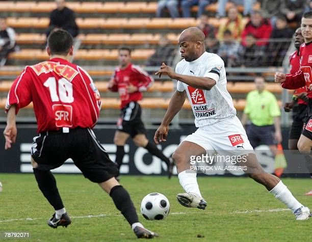 Rennes's forward Sylvain Wiltord vies with Martigues's defender Guillaume Boronad during their French cup football match 06 January 2008 at the...