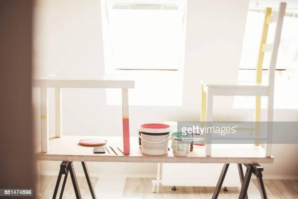 renovating the furniture - mesa mobília imagens e fotografias de stock