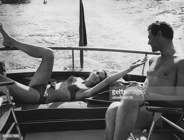 Renzi Eva *Schauspielerin D als 'Alexandra' mit Harald Leipnitz als 'Siegbert Laner'in dem Film Playgirl Regie Will Tremper D 1965
