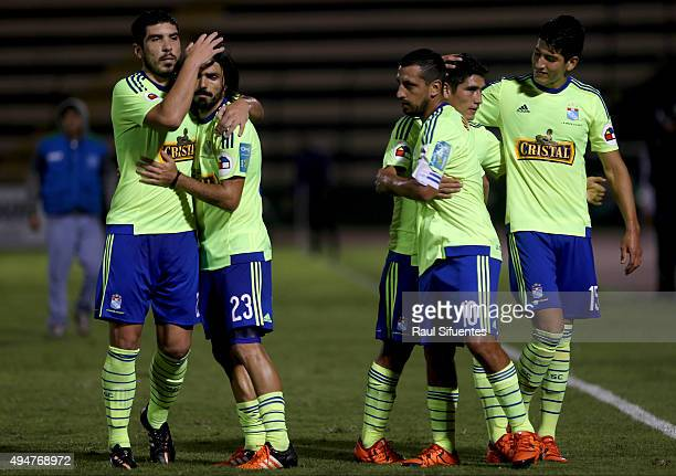 Renzo Sheput of Sporting Cristal celebrates with his teammates after winning a match between San Martin and Sporting Cristal as part of Torneo...