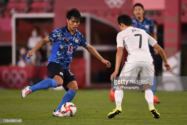 Reo Hatate of Japan passes the ball under the pressure from Elijah Just of New Zealand during the Men's Quarter Final match on day eight of the Tokyo...