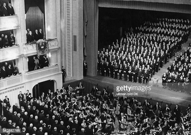 Reopening of the Vienna State Opera with a concert performance of Ludwig van Beethoven's opera 'Fidelio' conductor Karl Böhm in the box top left is...