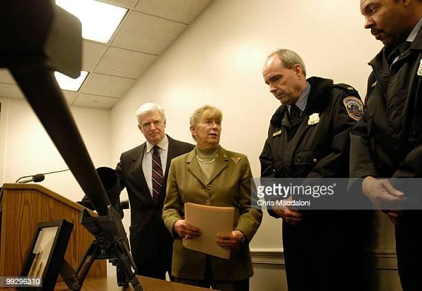 Rep Carolyn McCarthy DNY Rep James Moran DVa speak to DC metropolitan police officers Jon Shelton and Eddie Harper after a news conference to...