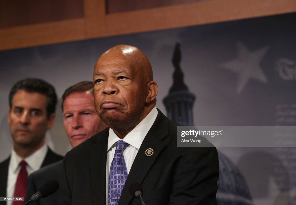 Congressional Democrats Hold News Conference On Trump's First 100 Days : Foto jornalística