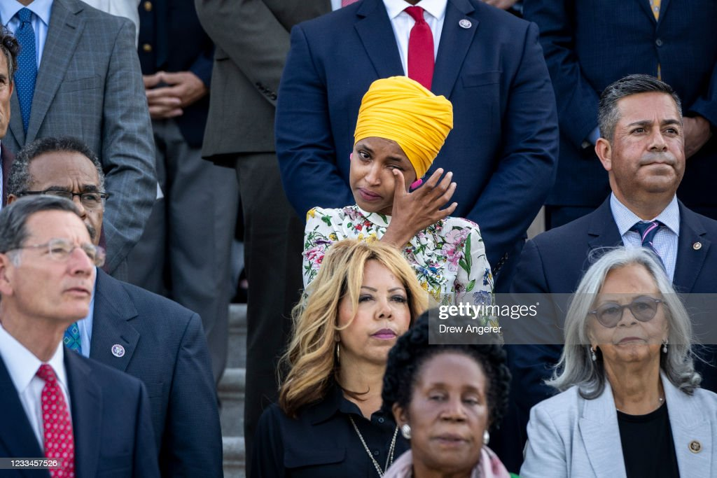 Members Of Congress Mark 600,000 U.S. COVID-19 Deaths At Capitol : News Photo