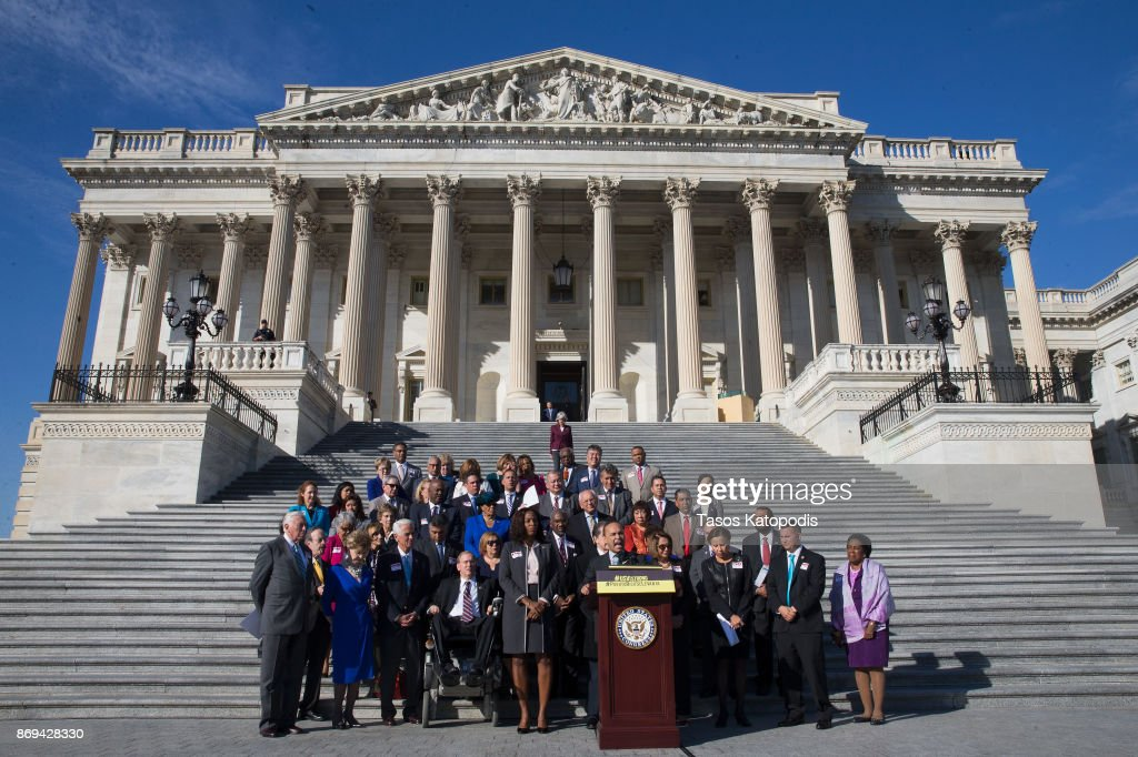 House Democrats Hold Solidarity Event For Puerto Rico And USVI After Hurricanes : Nachrichtenfoto
