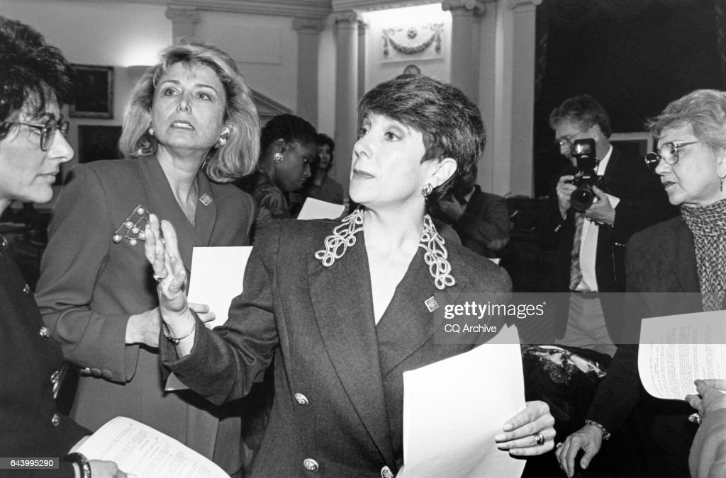 Anna Eshoo, Lynn Schenk, Cynthia McKinney and Marjorie Margolies Mezvinsky talking in conference : News Photo