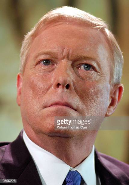 Rep. Richard Gephardt participates in a town hall meeting of Democratic presidential candidates at the National Constitution Center August 11, 2003...