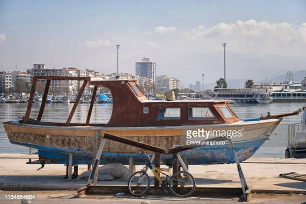 repair and paintwork on a wooden boat at the seaside in a marina. - emreturanphoto stock pictures, royalty-free photos & images