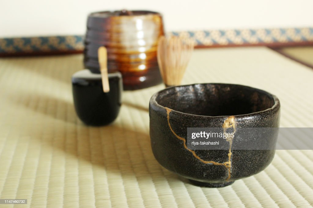 A repair of crack pottery tea cup  at Japanese tea room : Stock Photo