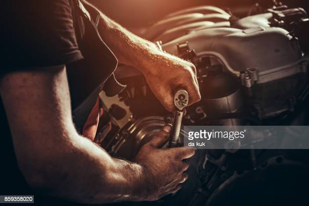 repairing v10 engine in auto repair shop - mechanic stock pictures, royalty-free photos & images
