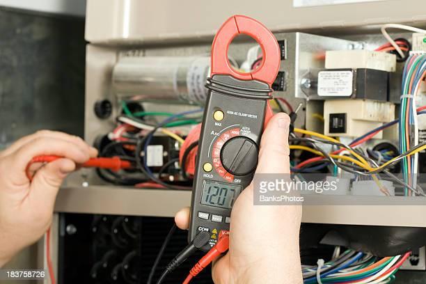 Handwerker Schecks Spannung im geothermischen HLK-System
