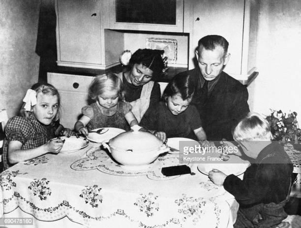 Repas dans une famille allemande de la Ruhr Allemagne