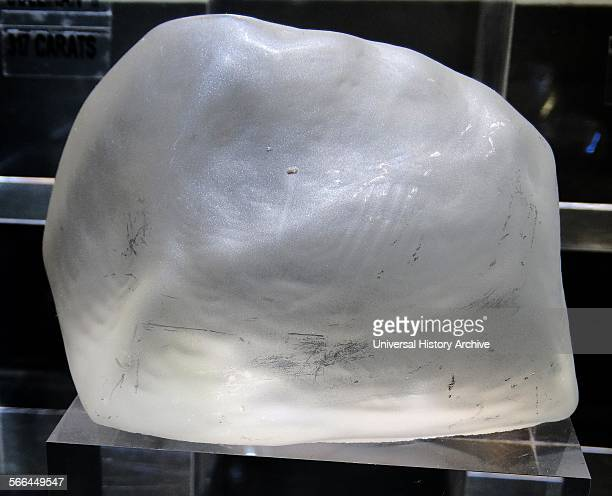Replica of the Cullinan Diamond, the largest non carbonado and largest gem-quality diamond ever found, at 3106.75 carat rough weight. About 10.5 cm...