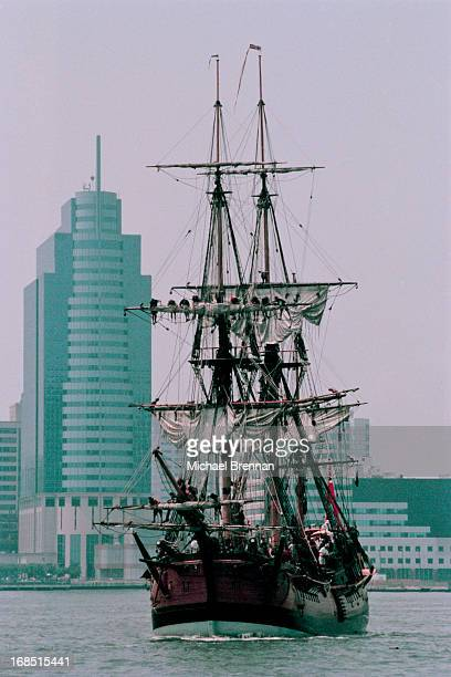 A replica of the HMS Endeavour sails into Manhattan harbour during its roundtheworld voyage June 1998 The vessel is retracing Captain Cook's 18th...