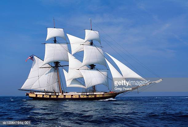 replica of uss niagara under full sail - 大型帆船 ストックフォトと画像