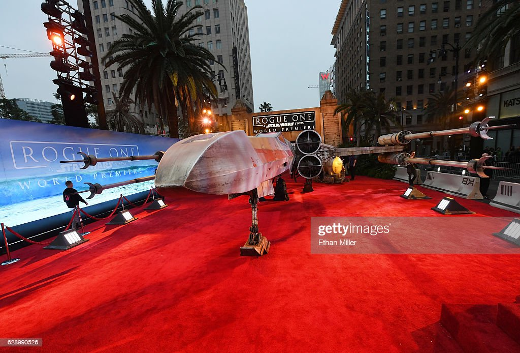 "Premiere Of Walt Disney Pictures And Lucasfilm's ""Rogue One: A Star Wars Story"" - Arrivals : News Photo"