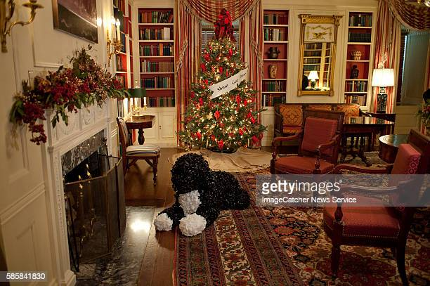 A replicas of Bo the family dog is seen during the White House Holiday Preview on November 30 2011 in Washington DC 'Shine Give Share' is the theme...