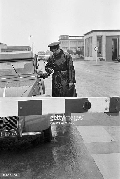 Report On The Nuclear Power Plant In Saclay Octobre 1958 Saclay les gardiens de la centrale nucléaire ont été choisi parmi les pompiers Un gardien...