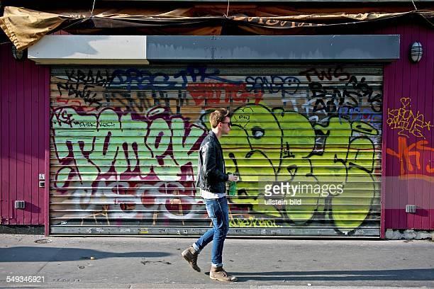 Reportage: Ein 16jähriger macht sein Schulpraktikum in einem Grafikbüro in Paris, hier: Der sechszehnjährige Praktikant auf dem Weg zu seinem...