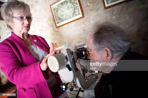Reportage in an orthoptics practice Using the synoptophore