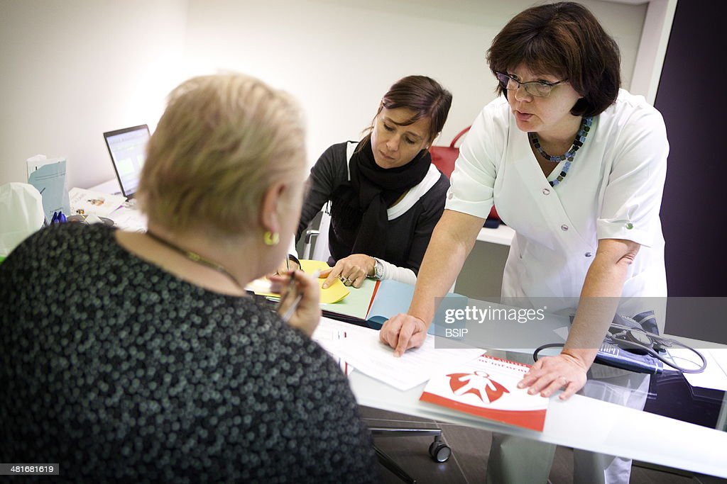 Reportage in the Obesity Clinic (IPCO) in Mulhouse, France. Appointment with the clinic's nutritionist ahead of future surgery for obesity. : News Photo