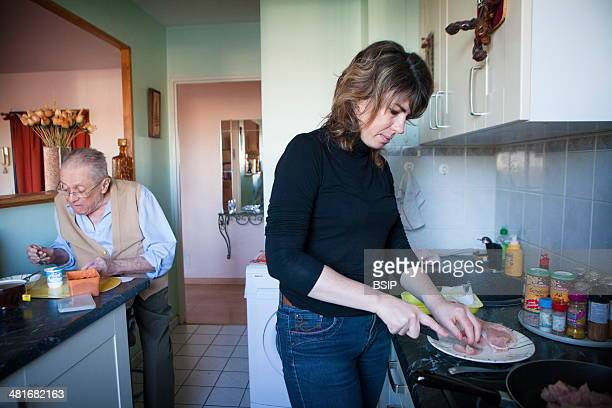 Reportage on a home help service which provides help for isolated elderly people in the IledeFrance area of France