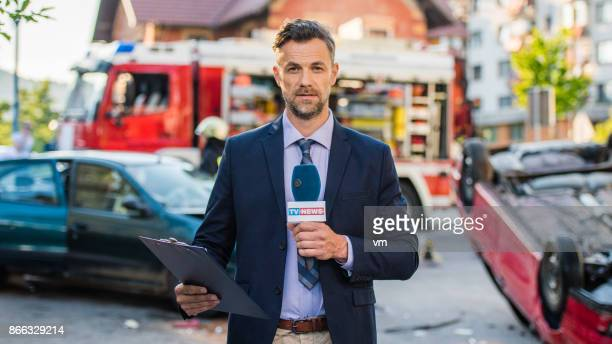 Reportern som omfattar trafik katastrof