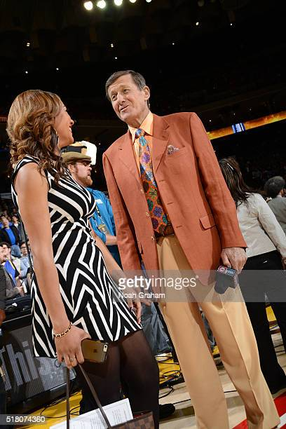TNT reporter Craig Sager CSN reporter Rosalyn GoldOnwude before the Golden State Warriors face the Washington Wizards on March 29 2016 at Oracle...