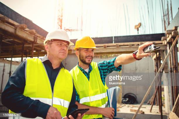 reporting to contractor at construction site - bridge built structure stock pictures, royalty-free photos & images