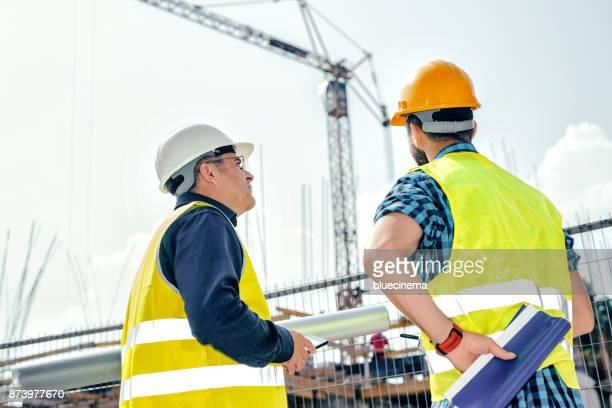 Rapportage aan aannemer op bouwplaats