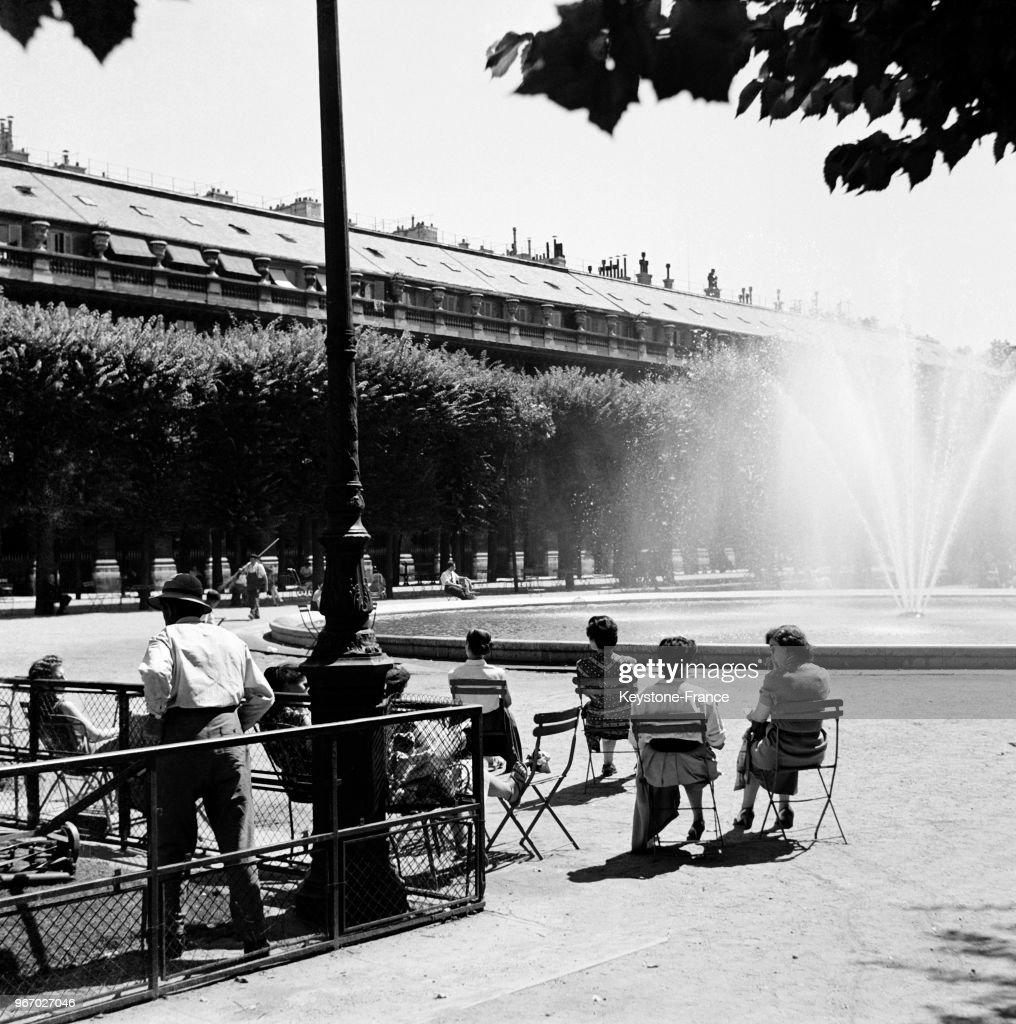 Chaleur à Paris : News Photo